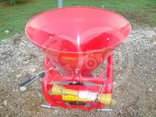 Compost Spreader (VN-300) with cardan shaft (1)