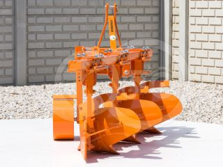 Plow with 3 heads, for 24-30HP Japanese compact tractors, Komondor SE-3 (2)