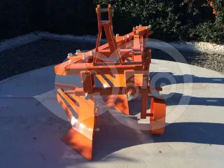 Plow with 3 heads, for 19-30HP Japanese compact tractors, Komondor SER-3 (1)